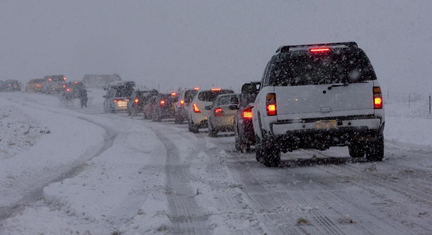 Сумерки, снегопад и холод не только некомфортны для управления автомобилем, но и опасны. В таких ситуациях нужно видеть все самому и быть заметным для окружающих