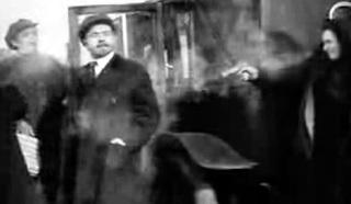 Сцена с покушеним из кинофильма Ленин в 1918 году