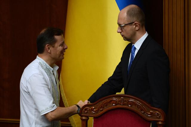 Олег Ляшко и премьер-министр Украины Арсений Яценюк на внеочередном заседании Верховной Рады Украины