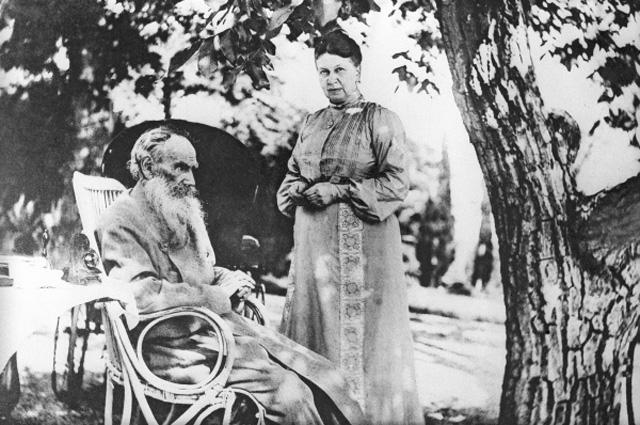 Писатель Лев Николаевич Толстой с женой Софьей. Гаспра. Крым. Репродукция фотографии 1902 года