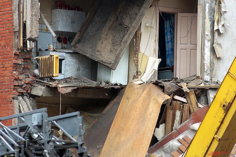 В шесть утра в центре Перми обвалилась часть жилой пятиэтажки