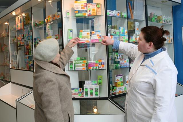 Большую часть пенсии брянские пенсионеры оставляют в аптеках.