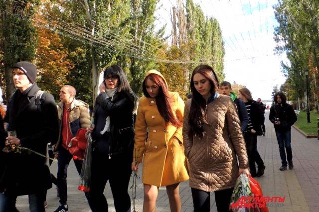 Почтить память Влада пришли жители Ростовской области и Волгограда.