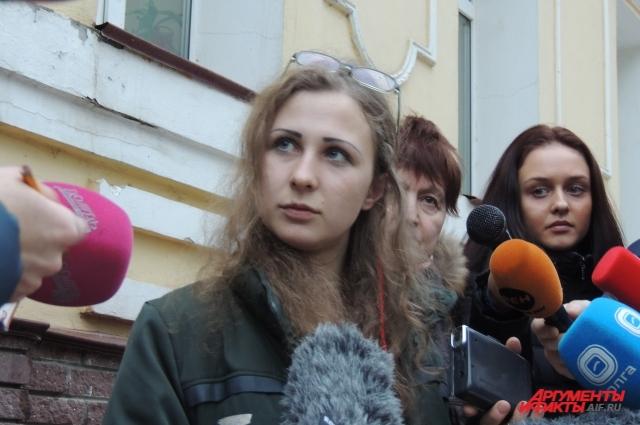 Участница группы Pussy Riot осталась в Нижнем Новгороде, чтобы пообщаться с правозащитниками и журналистами