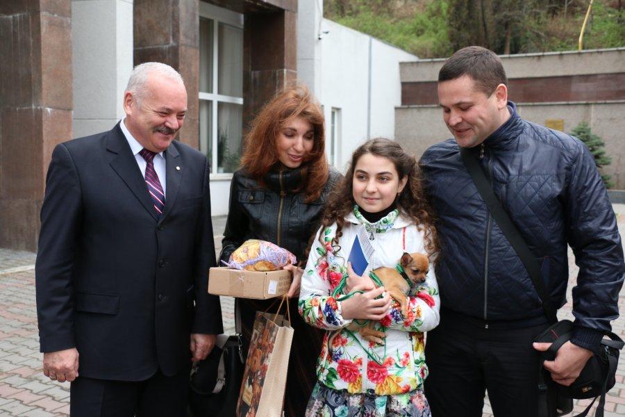 Путин подарил 11-летней девочке из Севастополя чихуахуа