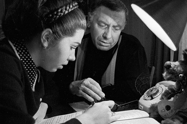Анатолий Папанов с дочерью Еленой. 1974 год.