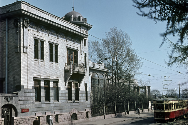 Здание музея Октябрьской революции - также известен как особняк Матильды Кшесинской. 1972 г. Архитектор А. Гоген, Р. Мельцер.