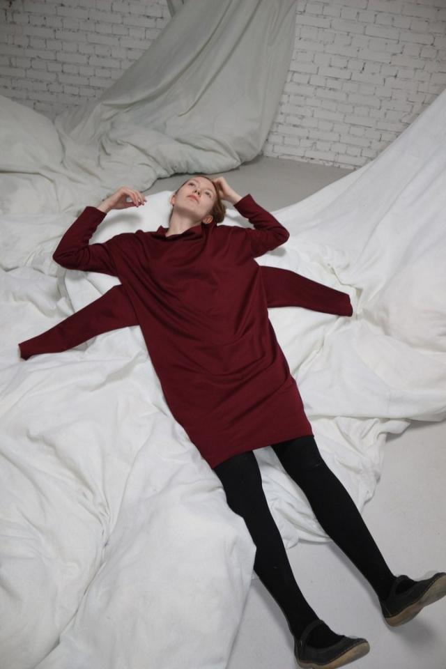 Дарья купила полатье с четырьмя рукавами, чтобы поддержать свою подругу-дизайнера.