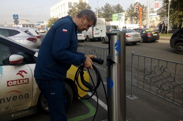 К электромобилям мир пока не готов. Зарядить автомобиль практически негде