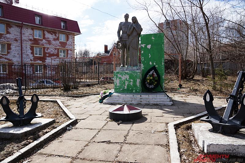 Памятник рабочим и служащим судоремонтного завода, погибшим в годы Великой Отечественной войны