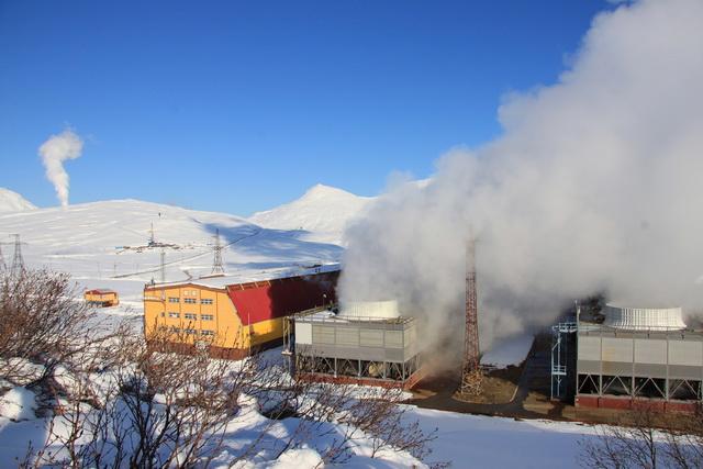 Зимой сотрудники станции подвергаются проверке на прочность.