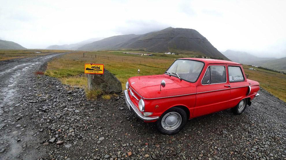 Дороги в Исландии очень извилистые - строители стараются не потревожить места, где по легенде обитают эльфы.
