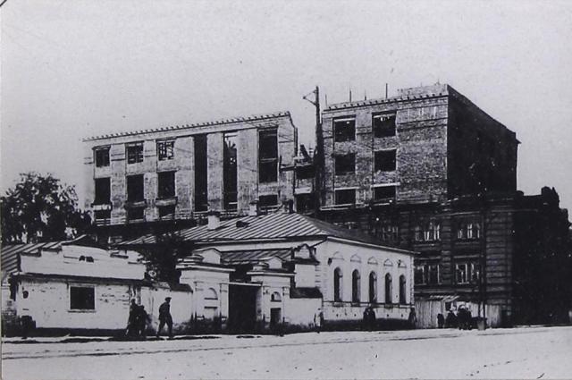 Здание в 1930-е годы.