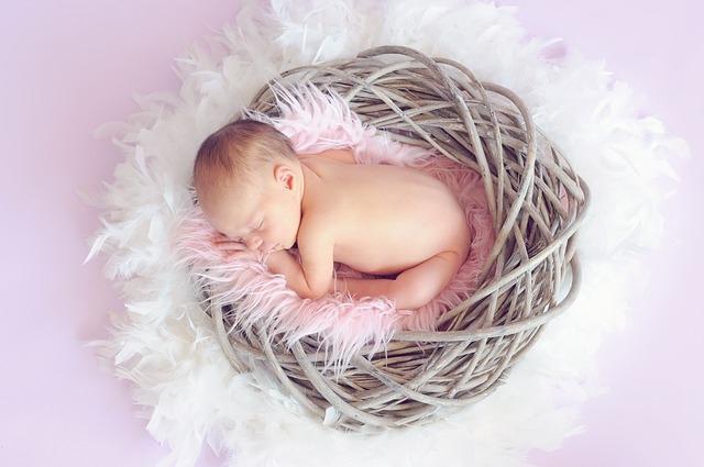 Съемка newborn проводится в первые две недели жизни ребенка.
