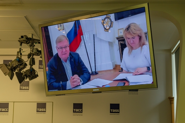 Торжественная церемония открытия XVI Санкт-Петербургского международного книжного салона состоится 26 мая в 13:00 на Дворцовой площади.