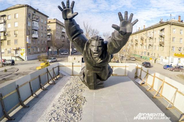 Памятник Михаилу Паникахе.