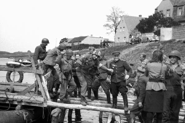 Встреча советских и американских войск на Эльбе в районе Торгау