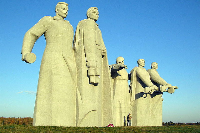 Мемориал героям-панфиловцам у разъезда Дубосеково