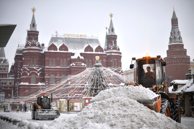 Уборка снега в Москве.