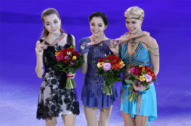 Евгения Медведева одержала победу. Серебро досталось Елене Радионовой, бронзу завоевала Анна Погорилая.