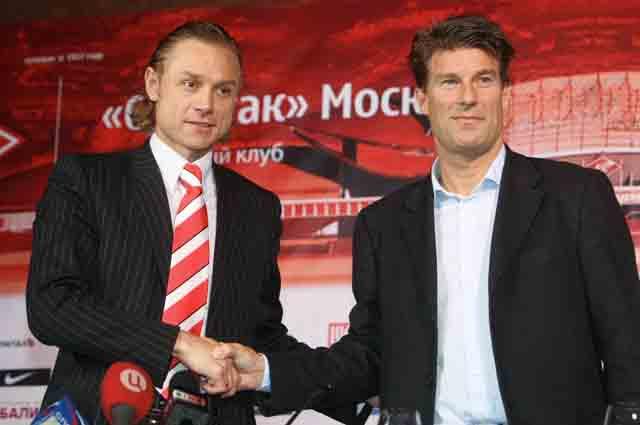 Микаэль Лаудруп (справа) тренировал московский «Спартак».