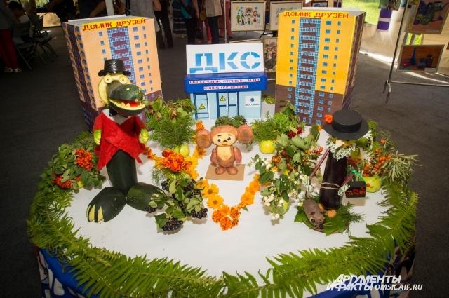 Выставка творческих работ удивила гостей праздника.