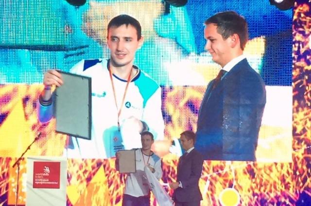 Торжественное чествование Дмитрия Кучерявина на соревнованиях рабочих профессий в Екатеринбурге.