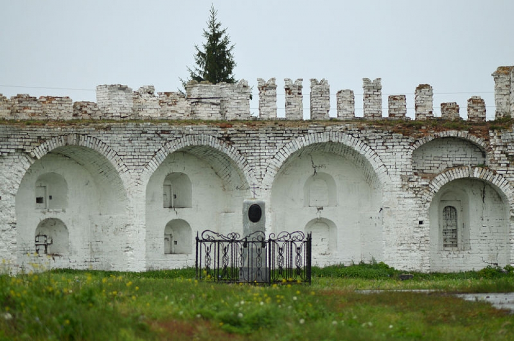 Бастион Далматовского монастыря.