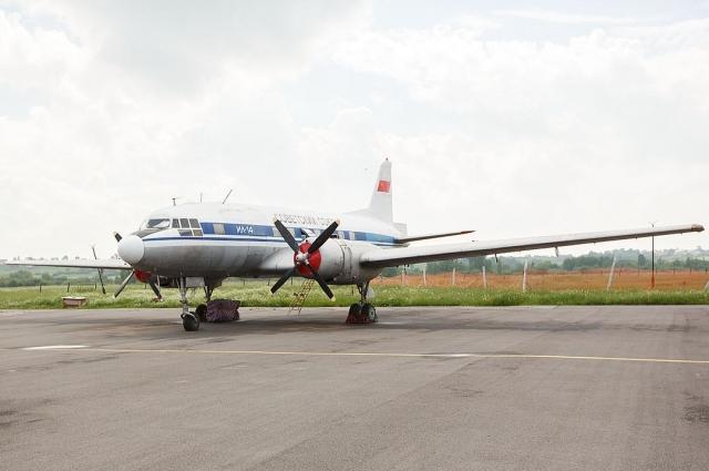 Сейчас легендарный Ил-14 стоит на аэродроме под Петербургом.