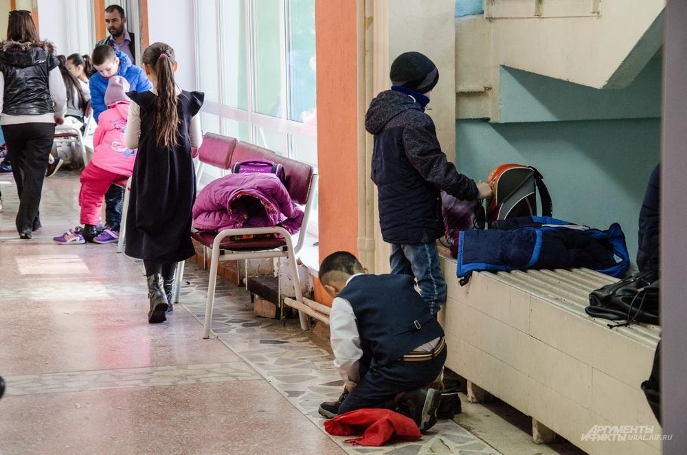 Главная задача прокуратуры в проверке гимназии №37 – выявить, обеспечены ли бесплатными местами в раздевалках все школьники.