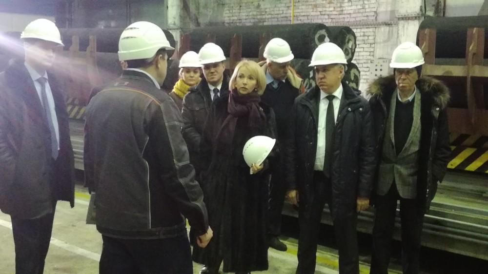 Ирина Гехт отметила внедрение лучших мировых практик в области техники, технологий и управления на челябинских заводах.
