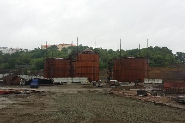 Строительство нефтеперевалочного комплекса из-за скандала приостановилось на 5 месяцев.