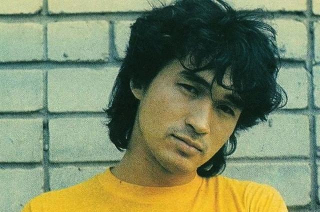 Виктор Цой умер в 28 лет.