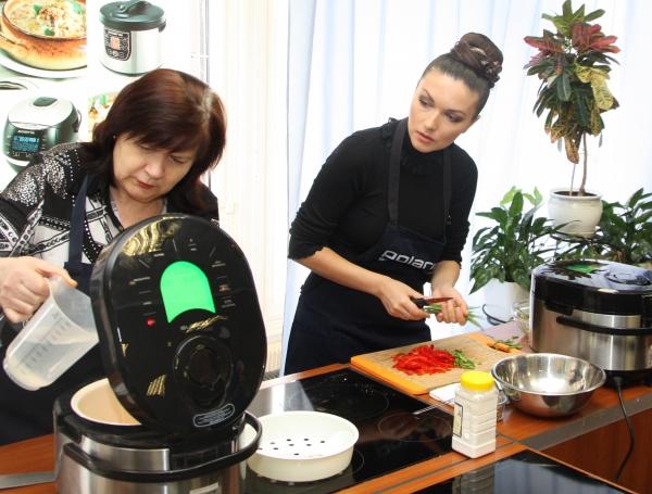 Юлия Такшина готовит вместе со своей мамой Любовью Митрофановной