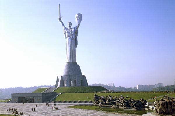 Мемориальный комплекс «Украинский государственный музей Великой Отечественной войны 1941-1945 годов», монумент «Родина-мать». 1982 год.