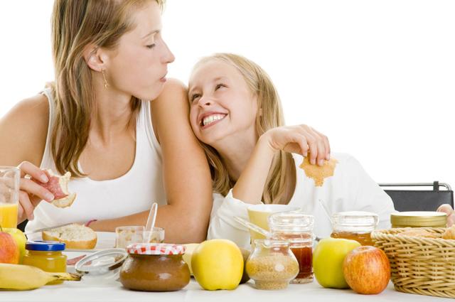 Мама, ребенок, девочка, завтрак