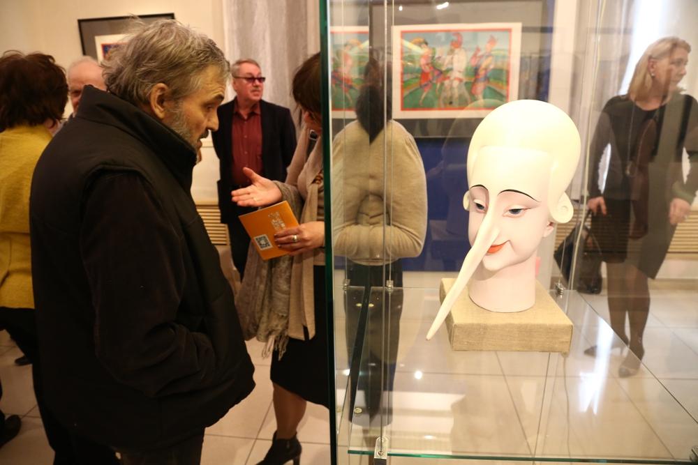 Михаил Шемякин привёз в Челя-бинск коллекцию эскизов, масок  и театральных работ.