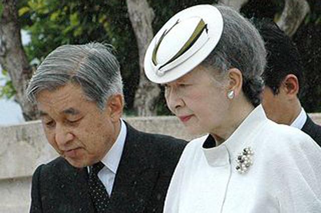 Император Акихито вместе с императрицей Митико. 2005 год.