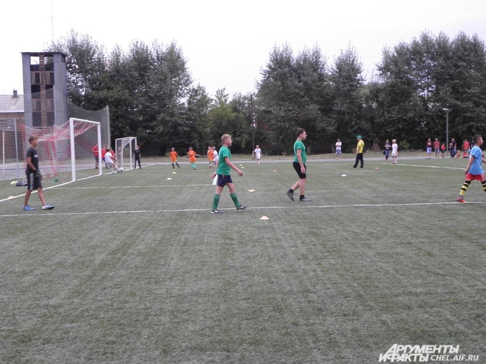 На этом фестивале всё было настоящее – и болельщики, и трибуны, и даже отличный профессиональный футбольный газон.