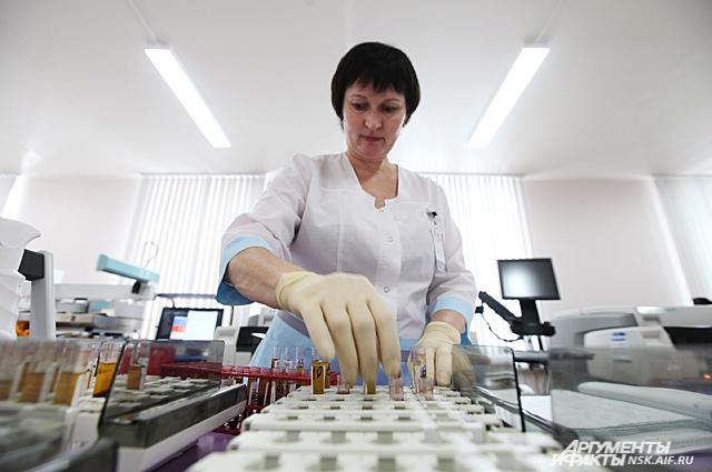 Кровь после сдачи подвергается глубокому анализу на вирусы