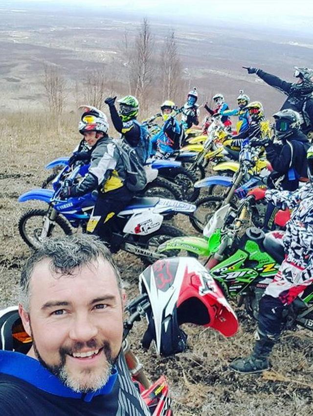 Участники клуба обучают мотокроссу и детей.
