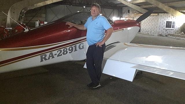 На этом самолёте Пётр Николаевич любуется своей малой родиной с высоты птичьего полёта.