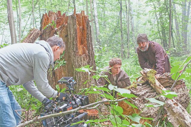 Оператор-постановщик Дмитрий Трифонов (на фото слева), увидев Мещерский лесопарк, сразу понял, что лучше места для съёмок им не найти.