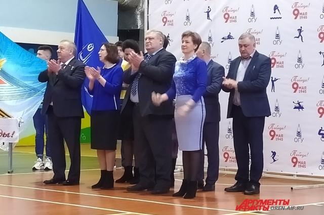 В открытии приняли участие руководство ОГУ, Герой России Владимир Шаманов и представители профсоюза вуза.