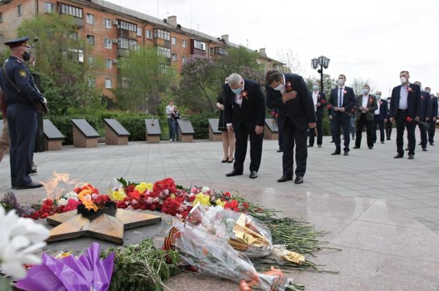 Управляющий директор и руководители Уральской Стали приняли участие в городском митинге у монумента «Вечно живым».