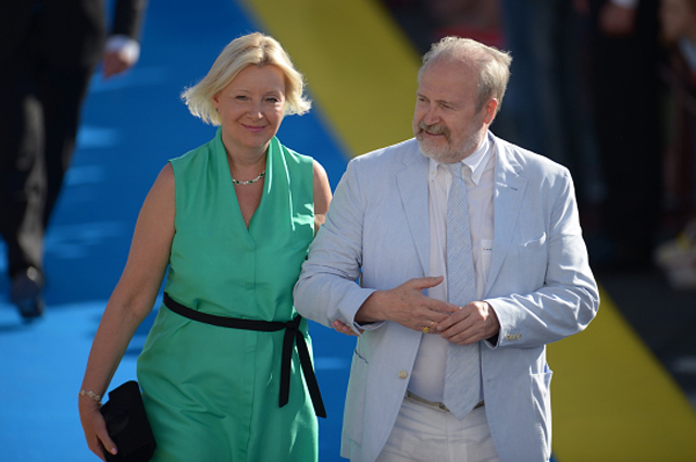 Владимир Хотиненко с супругой искусствоведом Татьяной Яковлевой на церемонии закрытия XXIV открытого Российского кинофестиваля Кинотавр в Сочи. 2013 год