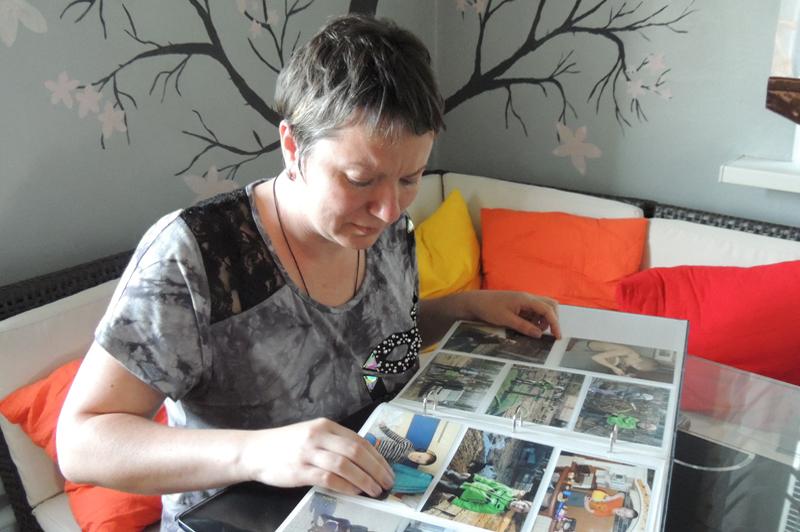 Мама Жоры, Олеся Баранова, каждый день рассматривает фотоальбом