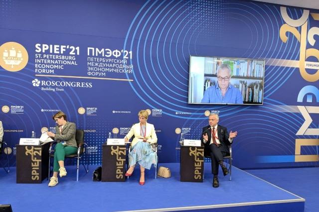 В Форуме принял участие генеральный директор «Аргументы и факты» Руслан Новиков.