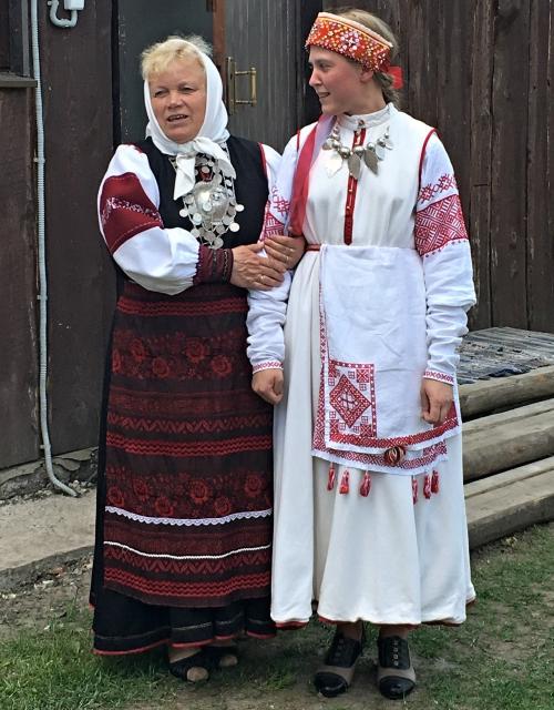 Хелью Маяк и Елена Вариксоо.