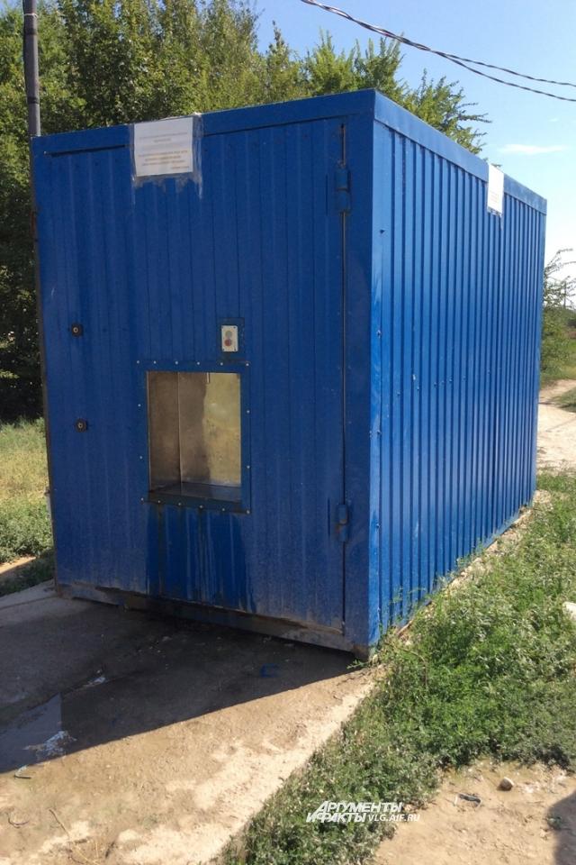 Вот так выглядит нариманский модуль, куда жители ходят за питьевой водой.